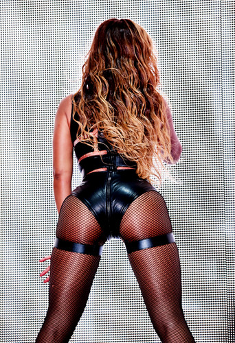 Beyoncé hình nền probably with hosiery, bare legs, and a hip boot entitled Beyoncé người hâm mộ Art