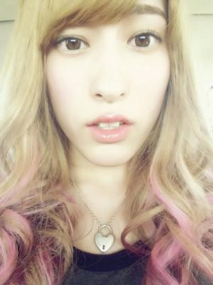 Blonde Hirata Rina