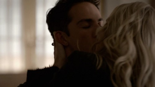 The Vampire Diaries Couples Обои probably containing a portrait entitled Caroline and Taylor