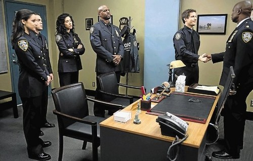 Brooklyn Nine-Nine Обои probably containing a business suit and a well dressed person called Charges and Specs