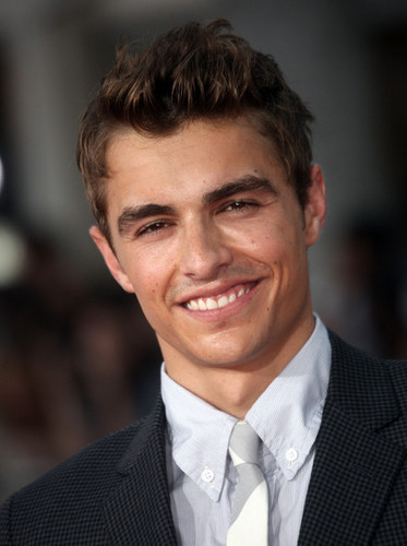 Dave Franco fond d'écran with a business suit and a suit titled Dave Franco