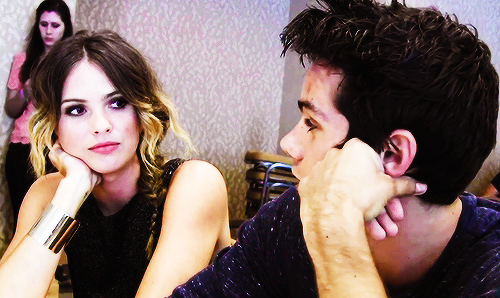 Teen loup fond d'écran titled Dylan O'Brien and Shelley Hennig
