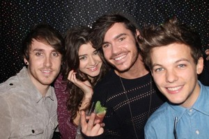 Eleanor and Louis with フレンズ from the New Year's Party 2012