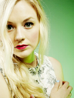 Ходячие мертвецы Обои with a portrait titled Emily Kinney