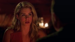 Felicity looking at Oliver