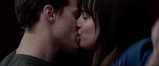 http://images6.fanpop.com/image/photos/37300000/Fifty-Shades-of-Grey-elevator-kiss-fifty-shades-of-grey-37363065-635-263.jpg