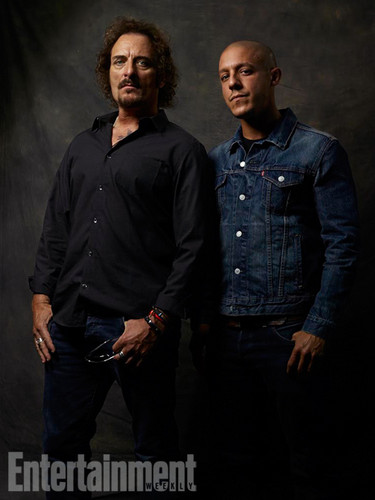 Sons Of Anarchy wallpaper with a well dressed person entitled Kim Coates and Theo Rossi @ Comic-Con 2014