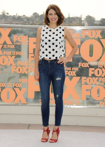 Lauren Cohan achtergrond possibly with long trousers and a pantleg called Lauren Cohan 2014