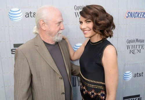 Lauren Cohan achtergrond containing a business suit and a well dressed person titled Lauren Cohan 2014