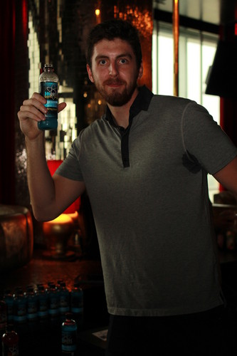 Los Angeles Lakers hình nền possibly with a wine bar and a cái nịt vú, brasserie called Los Angeles Lakers power phía trước, chuyển tiếp Ryan Kelly enjoys HYDRIVE Energy Water before the ESPY Awards.