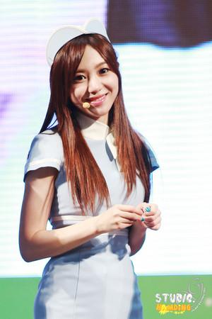 Mina - K.Will's Young سٹریٹ, گلی Public Broadcast