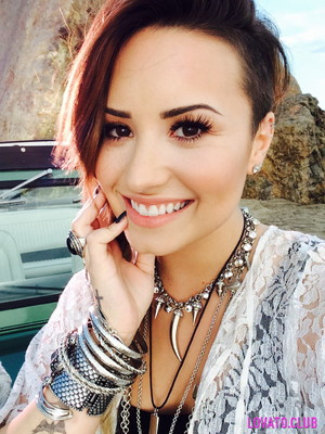 New picture of Demi 投稿されました on Lovato Club