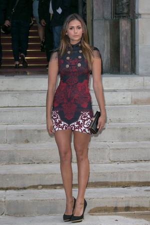 Nina arrives @ Atelier Versace Fashion hiển thị in Paris - July 6th