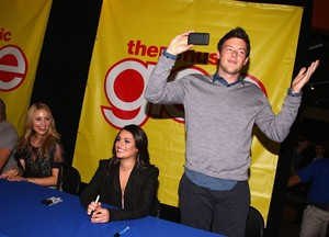 Novembre, 04 2009 - Glee The Music, Volume 1 Signing New Jersey