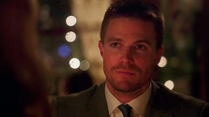 Oliver looking at Felicity