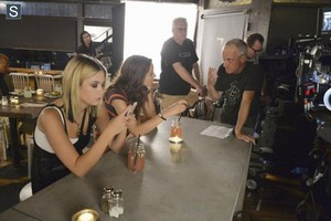 Pretty Little Liars - Episode 5.11 - No One Here Can Liebe oder Understand Me - BTS Pics