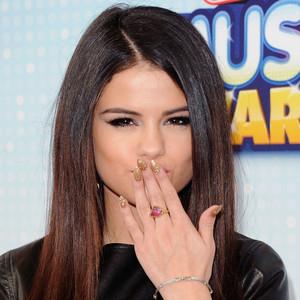 Selena Gomez চুম্বন