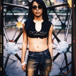 Unseen foto of Aaliyah shared door Jonathan Mannion