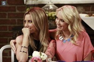 Young and Hungry - Episode 1.03 - Young & Lesbian - Promotional foto's