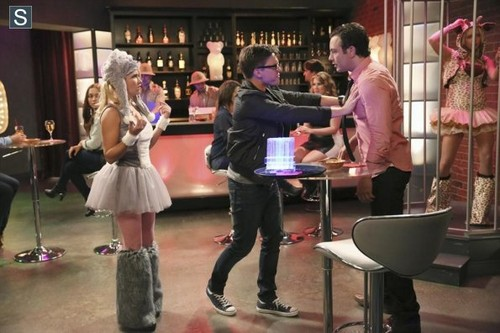 Young & Hungry achtergrond possibly containing a brasserie and a drawing room entitled Young and Hungry - Episode 1.06 - Young & Punchy - Promotional foto's
