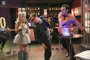 Young and Hungry - Episode 1.06 - Young & Punchy - Promotional foto's