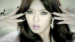 hyuna en el video trouble maker