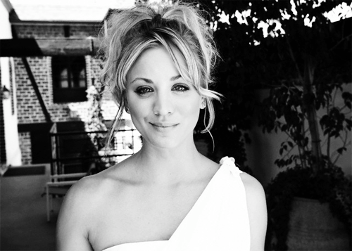 Ari & Rachel ♥ দেওয়ালপত্র probably containing a portrait entitled Kaley Cuoco