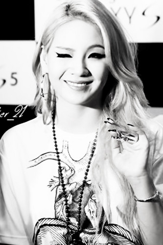 CL Wallpaper With A Portrait Titled Lee Chaerin