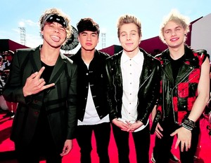 VMAs 2014 - Red Carpet