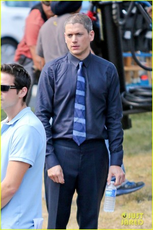 : Wentworth Miller is a silver vos, fox with his new grey hair on the set