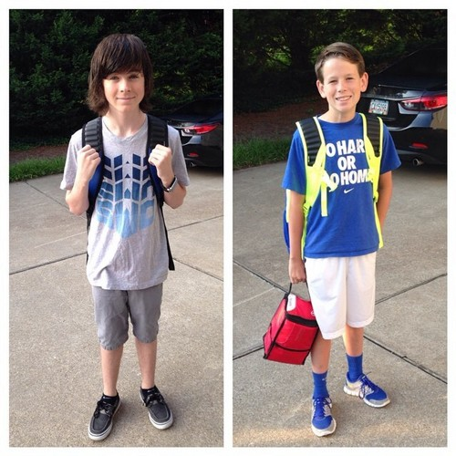 Chandler Riggs Hintergrund titled 10th and 7th grades! Happy first Tag of school!