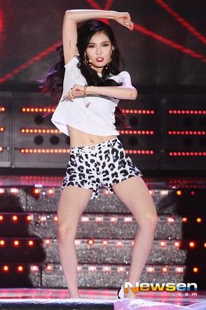 140806 Hyuna Red @ onyesha Champion