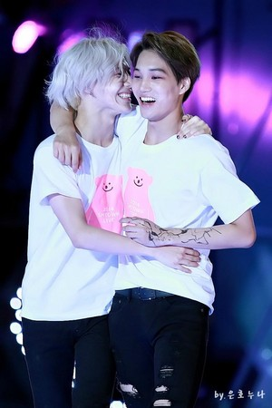 140815 SMTOWN in SEOUL 4 - SILVER HAIR TAEMIN AND KAI
