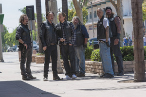7x01 - Black Widower - Tig, Chibs, Jax, Bobby, Happy and Quinn