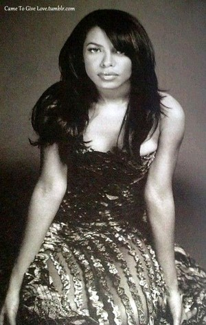 Aaliyah photographed by Jonathan Mannion *RARE*