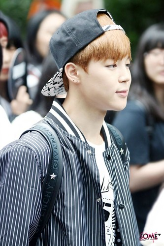 Jimin (BTS) kertas dinding with a business suit titled Blond Jimin