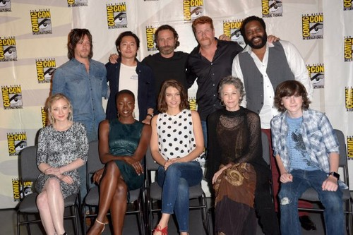 Chandler Riggs Hintergrund possibly containing a business suit and a well dressed person titled Chandler and the cast of TWD at Comic Con 2014