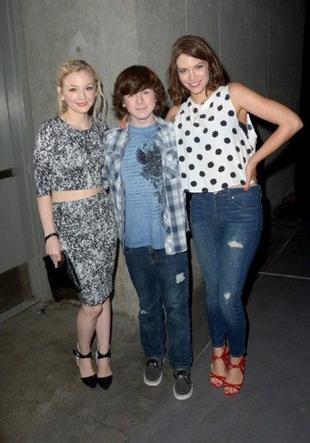 Chandler Riggs Hintergrund called Chandler with Emily and Lauren at Comic Con