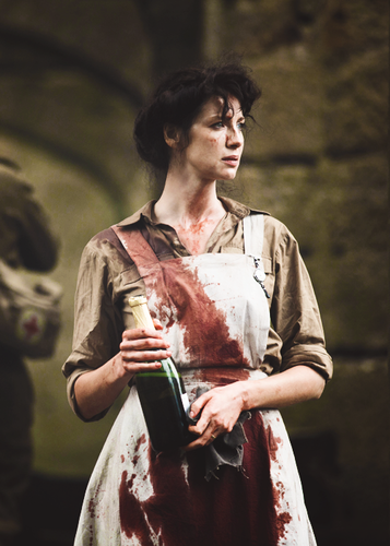 outlander série de televisão 2014 wallpaper probably with a cleaver titled Claire Randall
