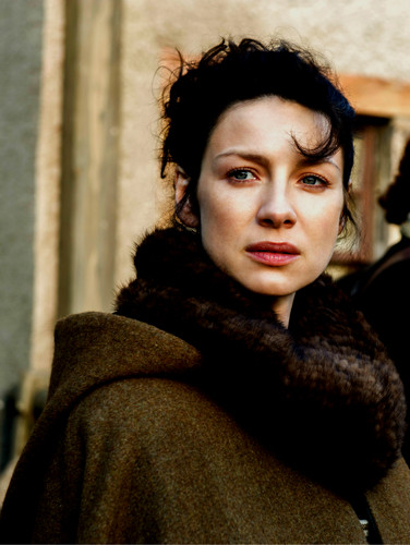 Outlander 2014 TV Series پیپر وال with a فر, سمور کوٹ and a منک, مانک entitled Claire Randall