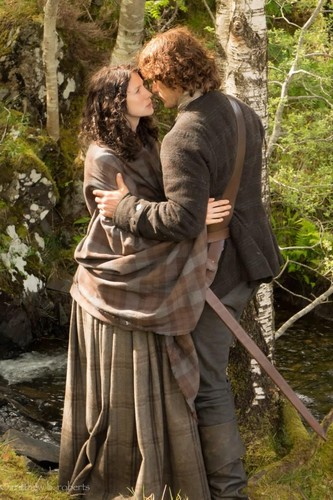 serial tv outlander 2014 wallpaper titled Claire and Jamie