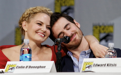 Colin O'Donoghue wolpeyper possibly containing a portrait entitled Colin O'Donoghue and Jennifer Morrison - Comic Con 2014 ❤