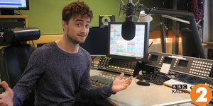 Daniel Radcliffe On The Chris Evans Breakfast tampil (fb.com/DanielJacobRadcliffeFanClub)