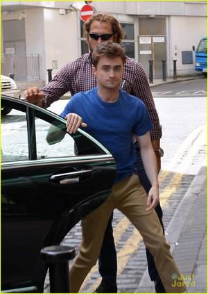Daniel Radcliffe Visits Today FM (fb.com/DanielJacobRadcliffeFanClub)