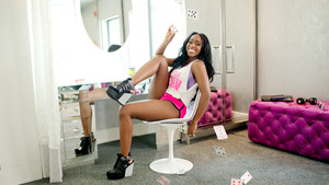 Diva Tag Off: Naomi