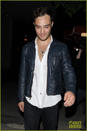 Ed Westwick Keeps His 衬衫 Unbuttoned