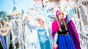 Elsa and Anna - Frozen Fantasi Pre-Parade