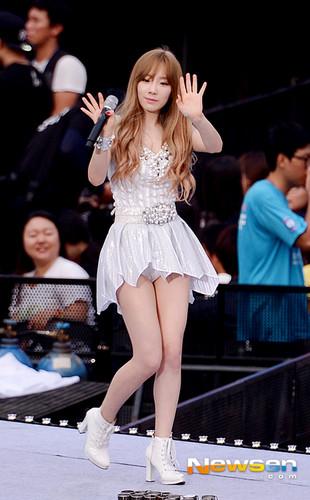 Girl's Generation/SNSD karatasi la kupamba ukuta titled Girls Generation - SMTown Tour IV in Seoul