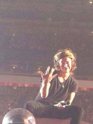 HARRY THROW UP WESTSIDE LAST NIGHT AT THE GIG