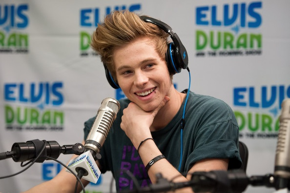 His smile. - Luke Hemmings Photo (37473139) - Fanpop